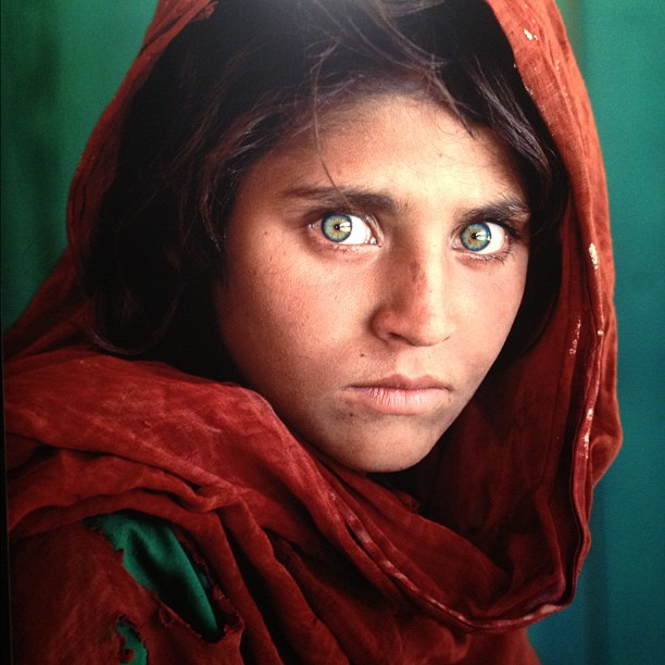 green eye afghan girl national geographic